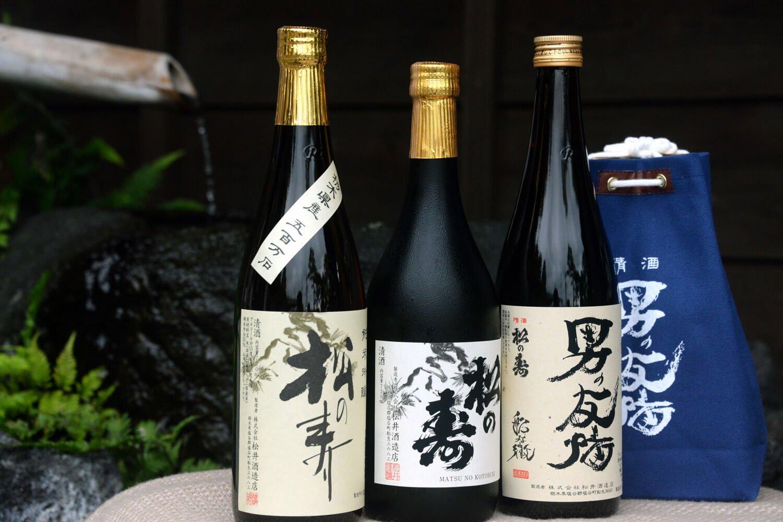 左から松の寿純米吟醸1540円、同大吟醸3080円、男の友情1210円。