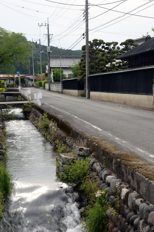 水車や水路もありのんびりした田舎町の風情が楽しめる大宮の集落。