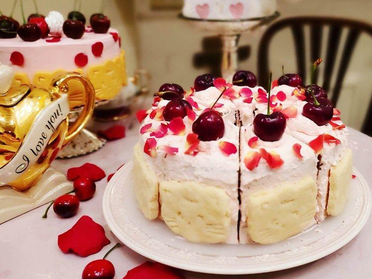 お皿も選べるかわいいケーキがSNSでも大人気『カフェ アコリット』~黒猫スイーツ散歩 目白編①~