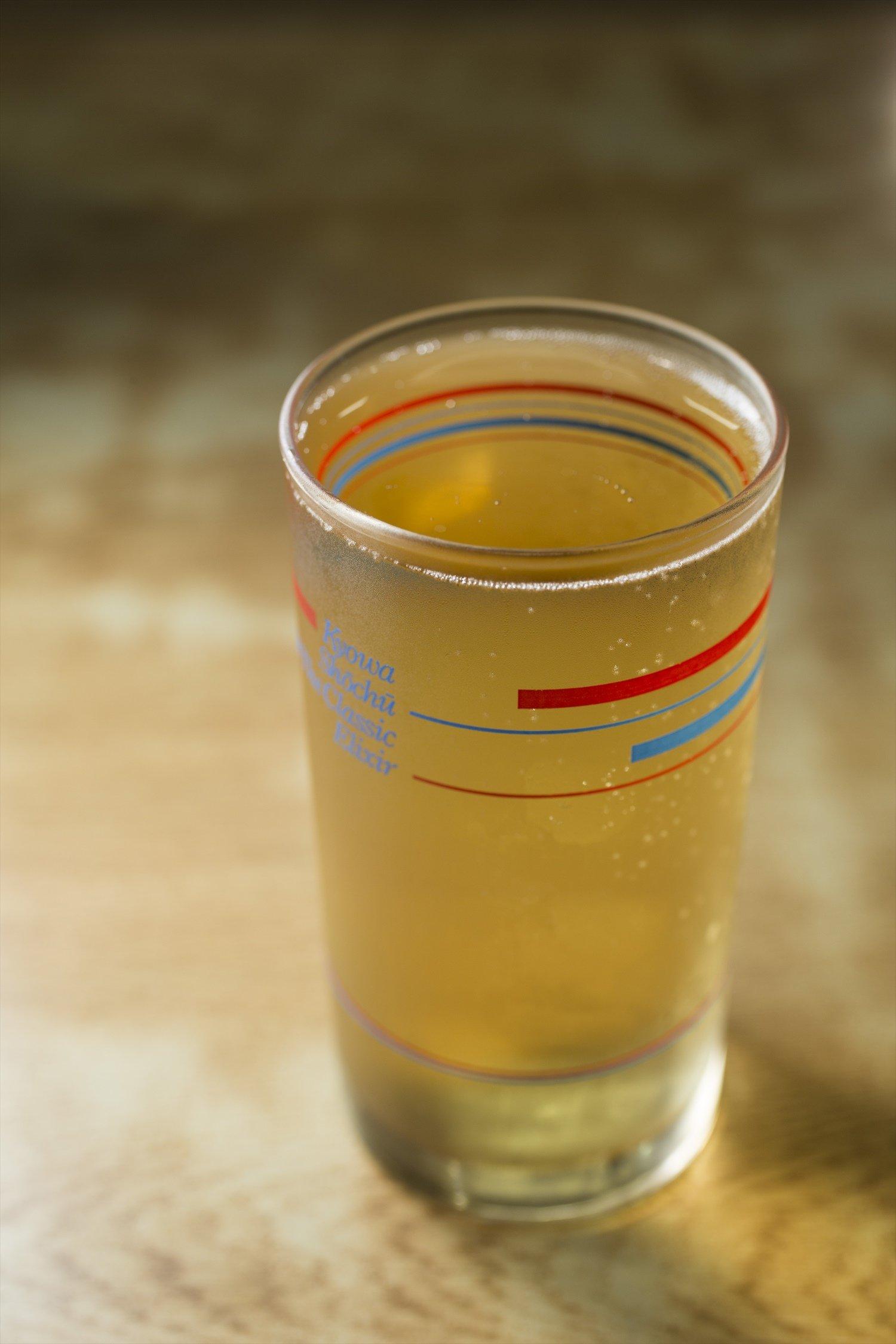 焼酎を今や幻の酒ともいわれるホイスで割った酎ハイ(ホイスハイボール)340円。