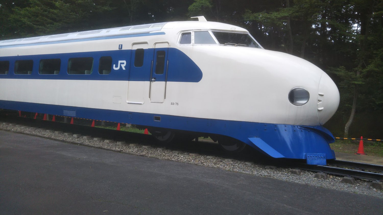第43作、第44作の満男&泉イチャイチャシーンに登場する0系新幹線(第48作は300系でした)。場面の追体験をしたければ、東京近郊なら青梅鉄道公園まで~。