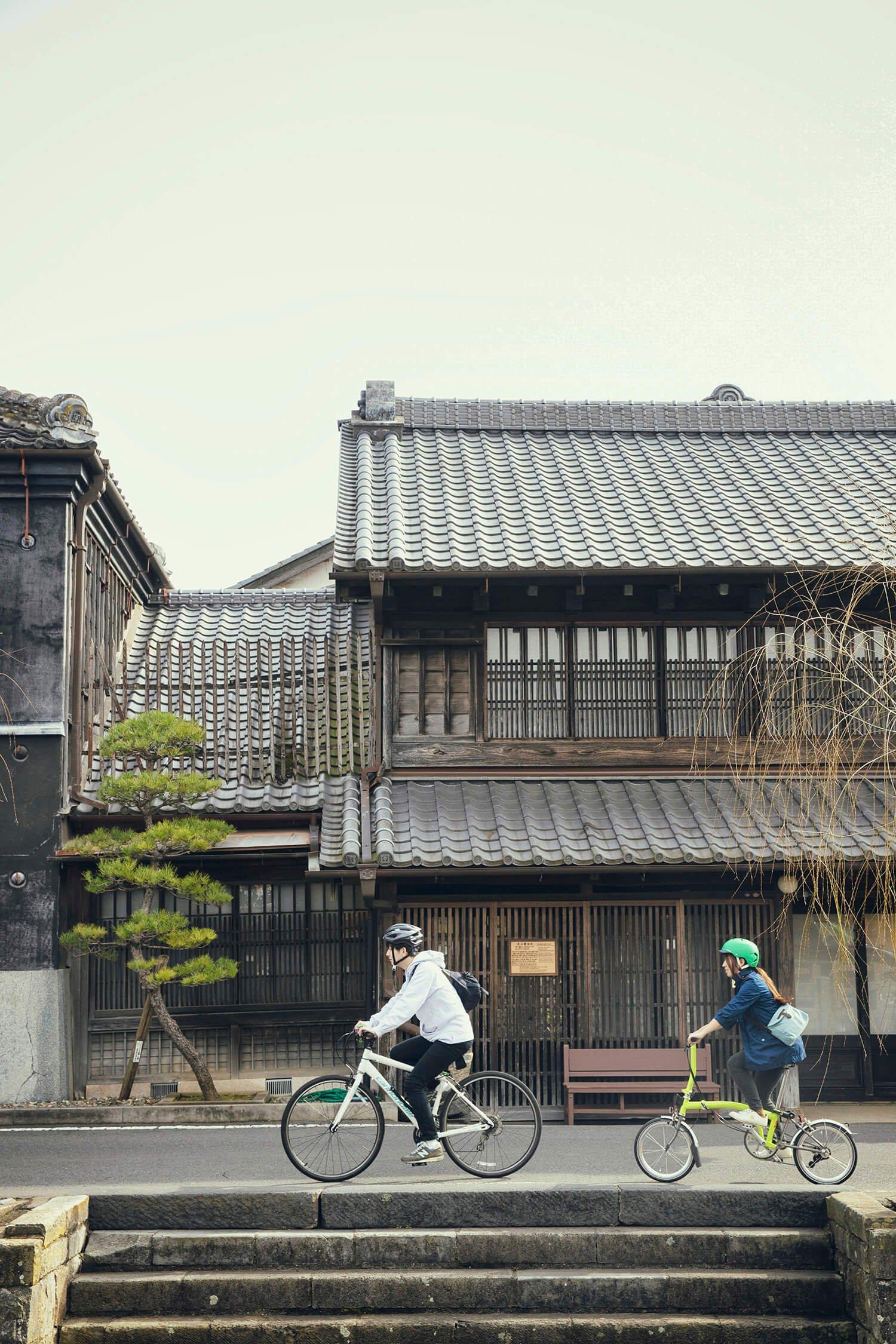 小野川と歴史的な町並みを楽しもう。