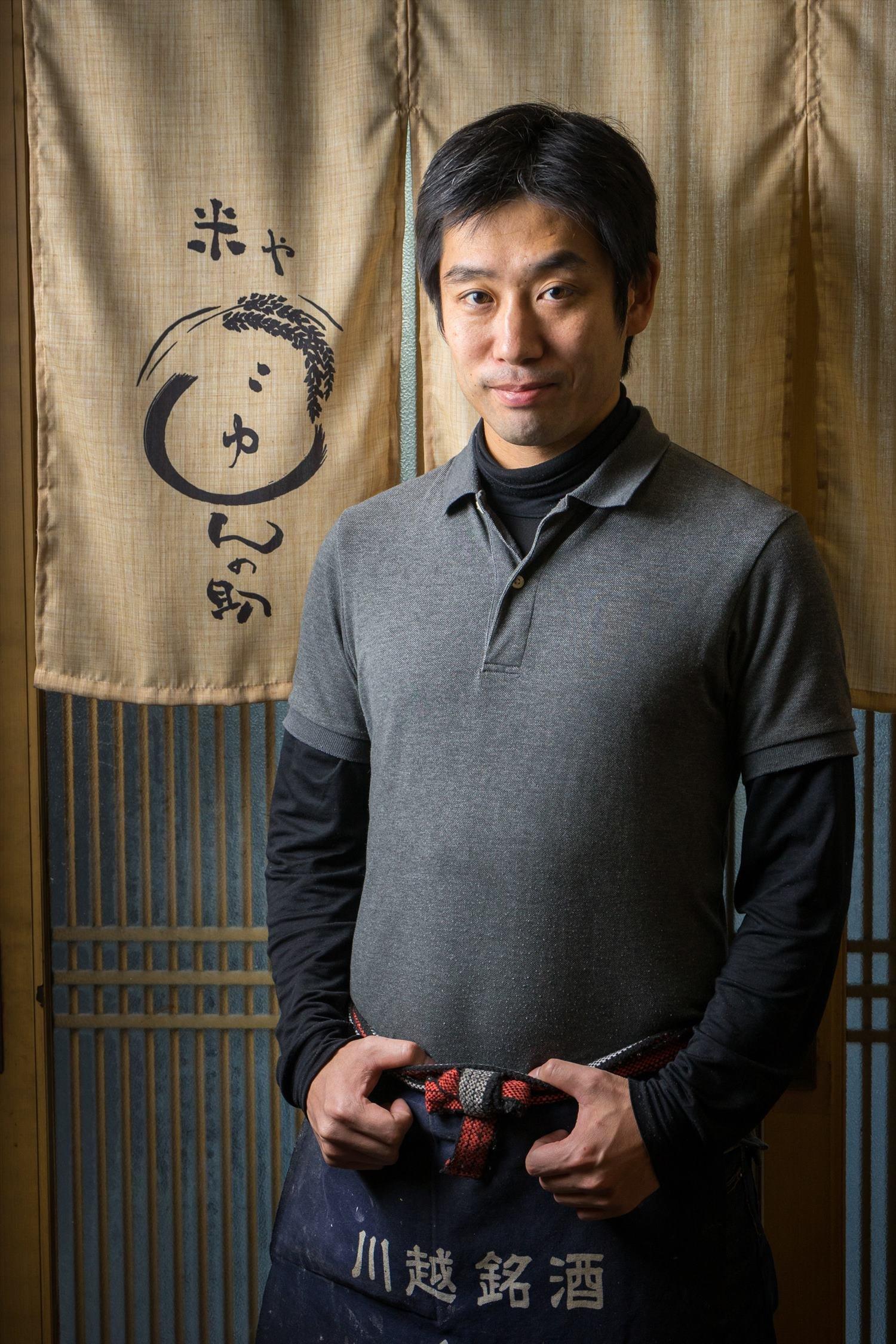 「冷やでも燗でもお好みでお出しします」本田淳さんが1人で切り盛りする。