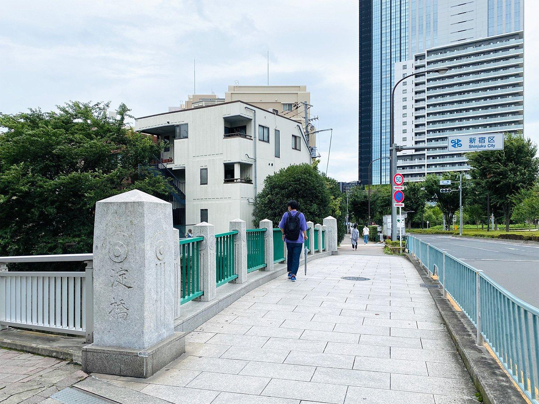 2005年に架け替えられた橋には、旧橋の親柱が使われている。
