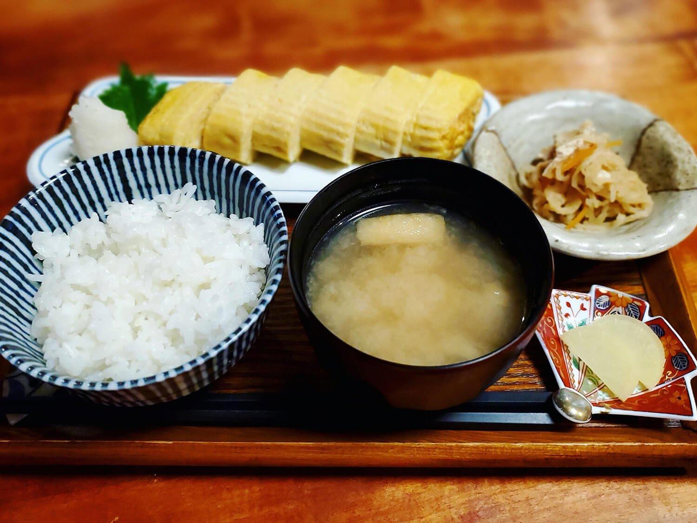 出汁巻定食 1000円(税別)。