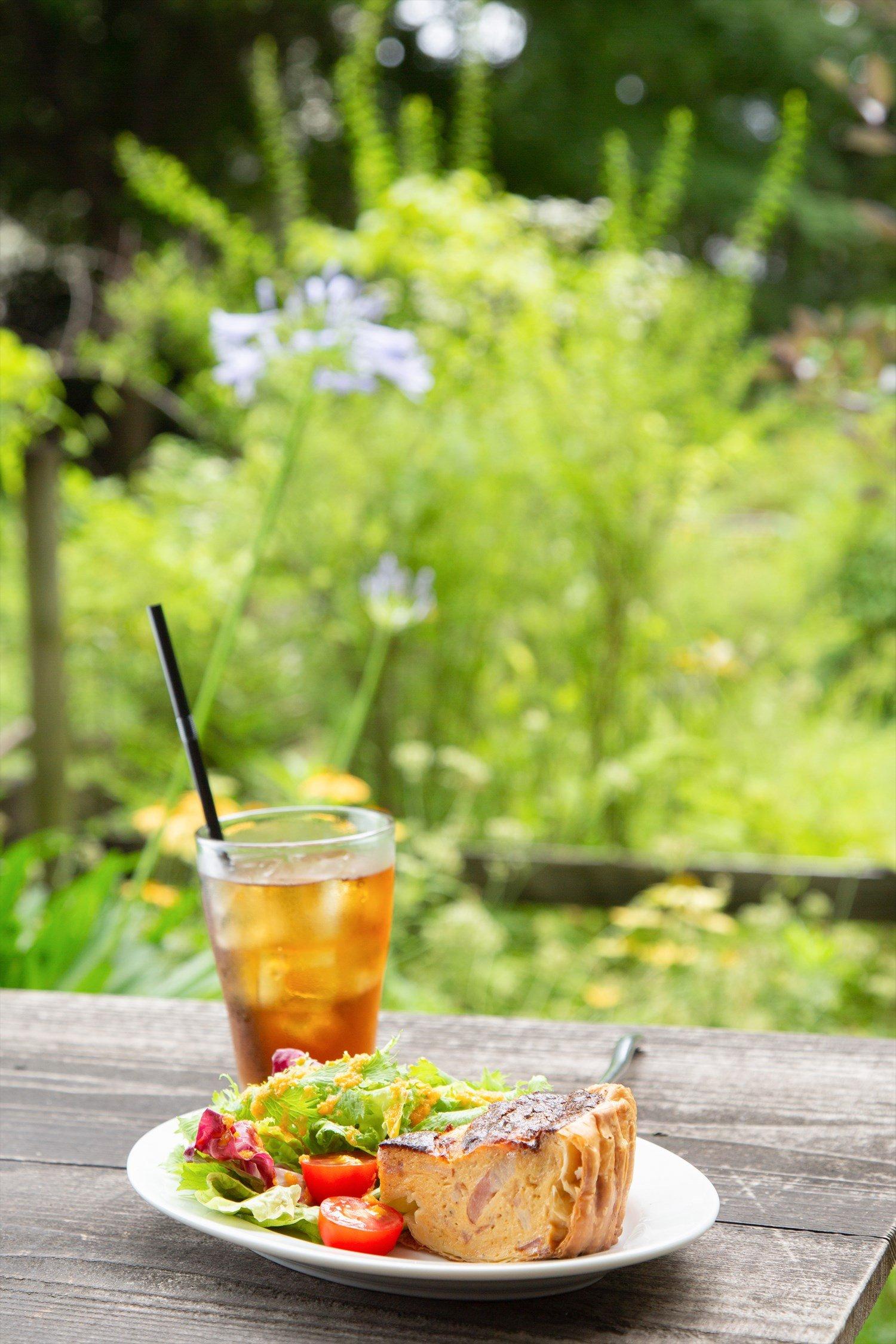 季節のキッシュのカフェセット1100円。