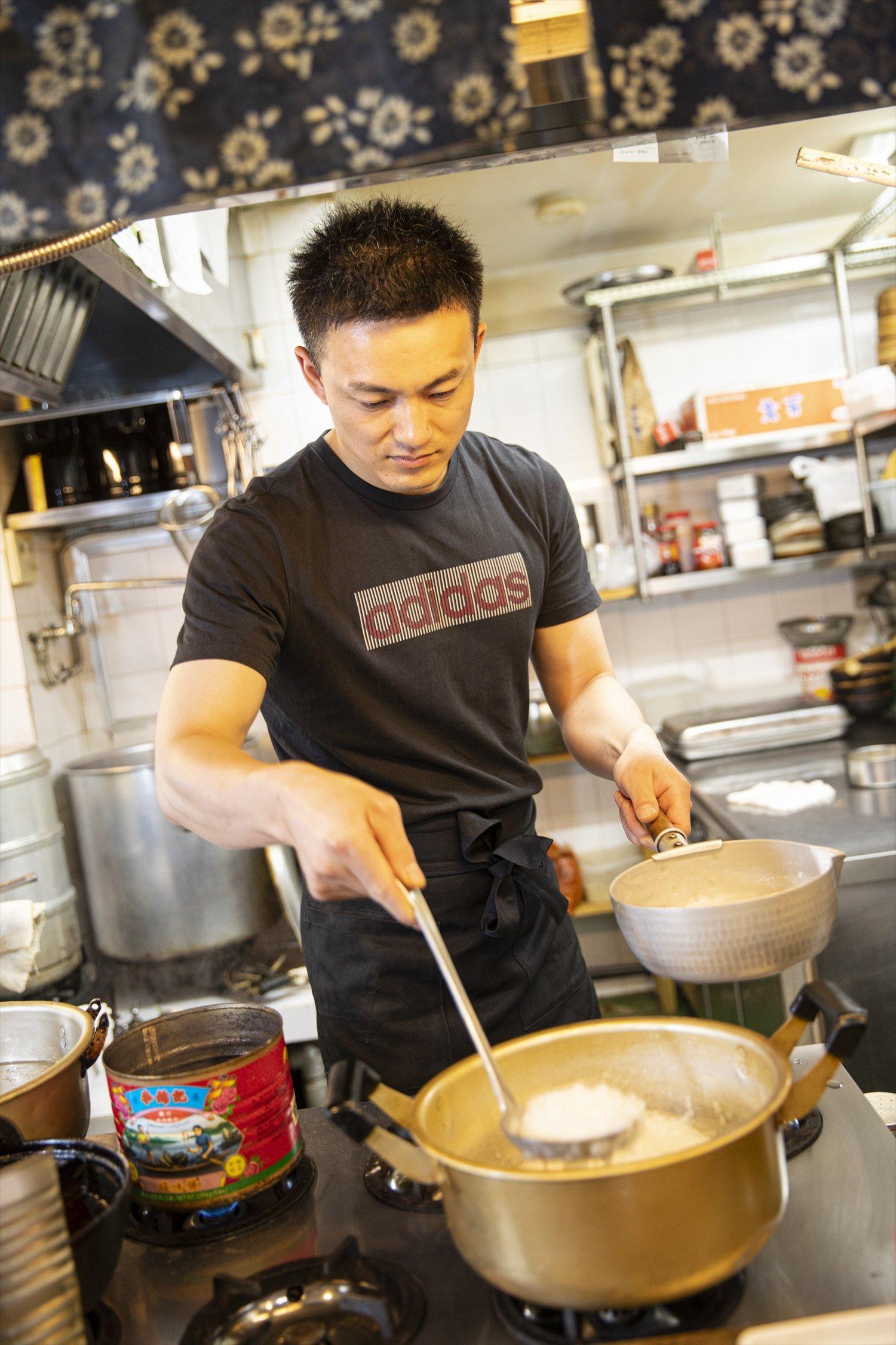 宇さんの最近の朝定番は「白粥に煮卵2つ」。