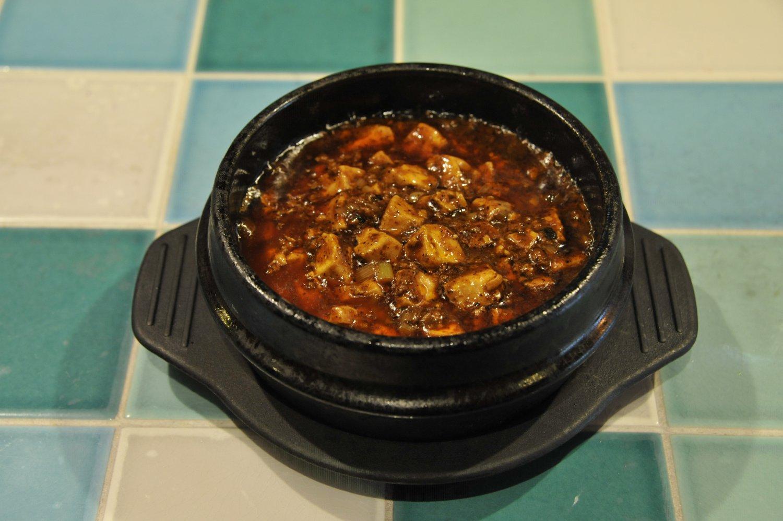 麻婆豆腐は辛さやしびれだけでなく、味の奥行きを感じられる。