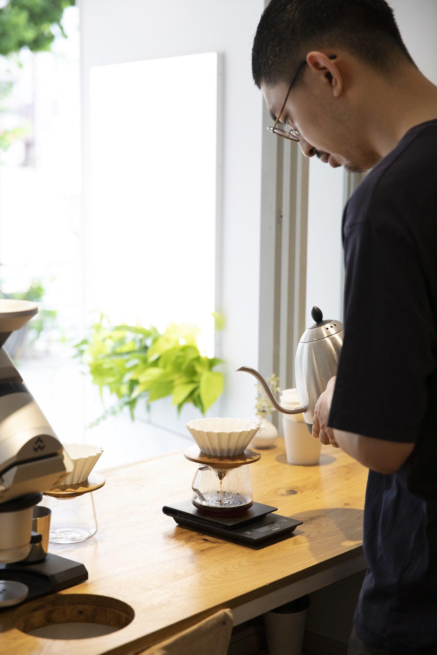 陶器製のORIGAMIドリッパーで抽出。