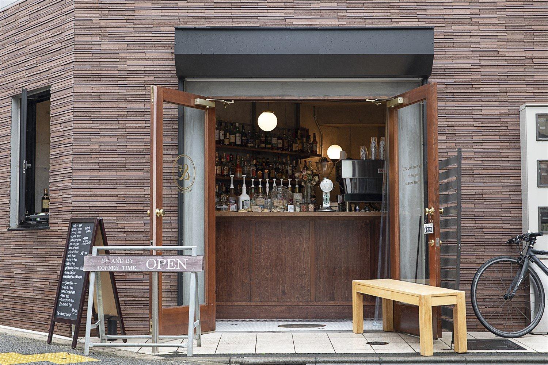 松陰神社通り商店街に位置。焙煎は大阪の『山本珈琲』にお願いしている。