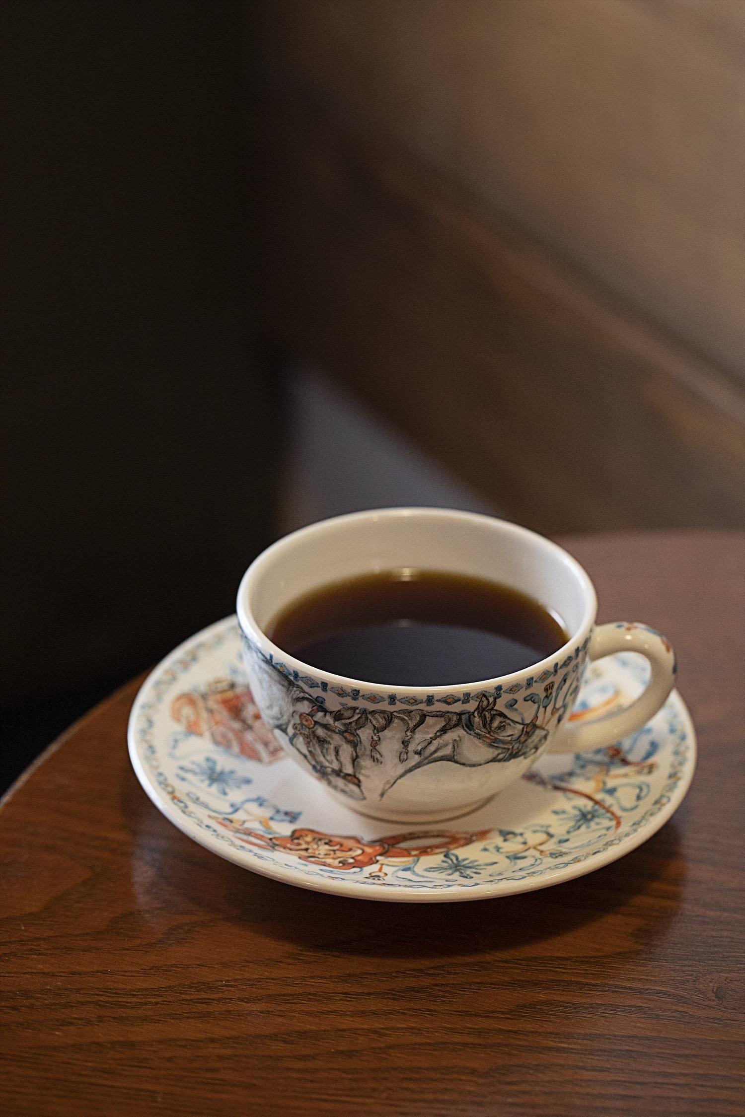 カップはフランスのジアン社製。ドリップコーヒー 280円(10時~は350円)。
