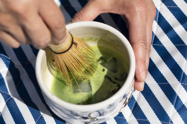 冷やし抹茶もおすすめ。湯量2/3で点て、最後に氷(別ボトルで持参)を入れ混ぜる。