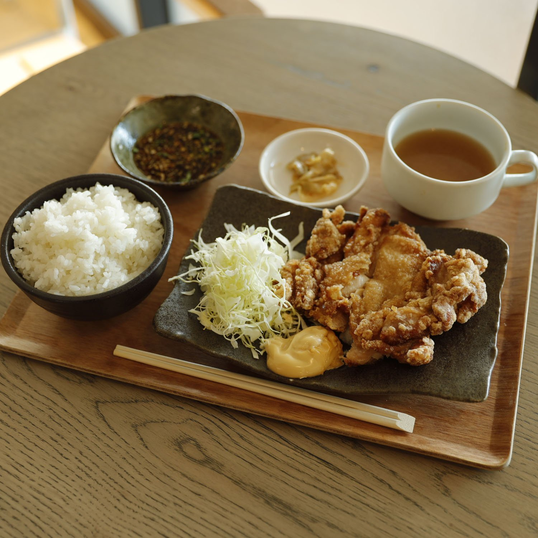 『ハオツー中 華料理』油淋鶏ランチ800円。