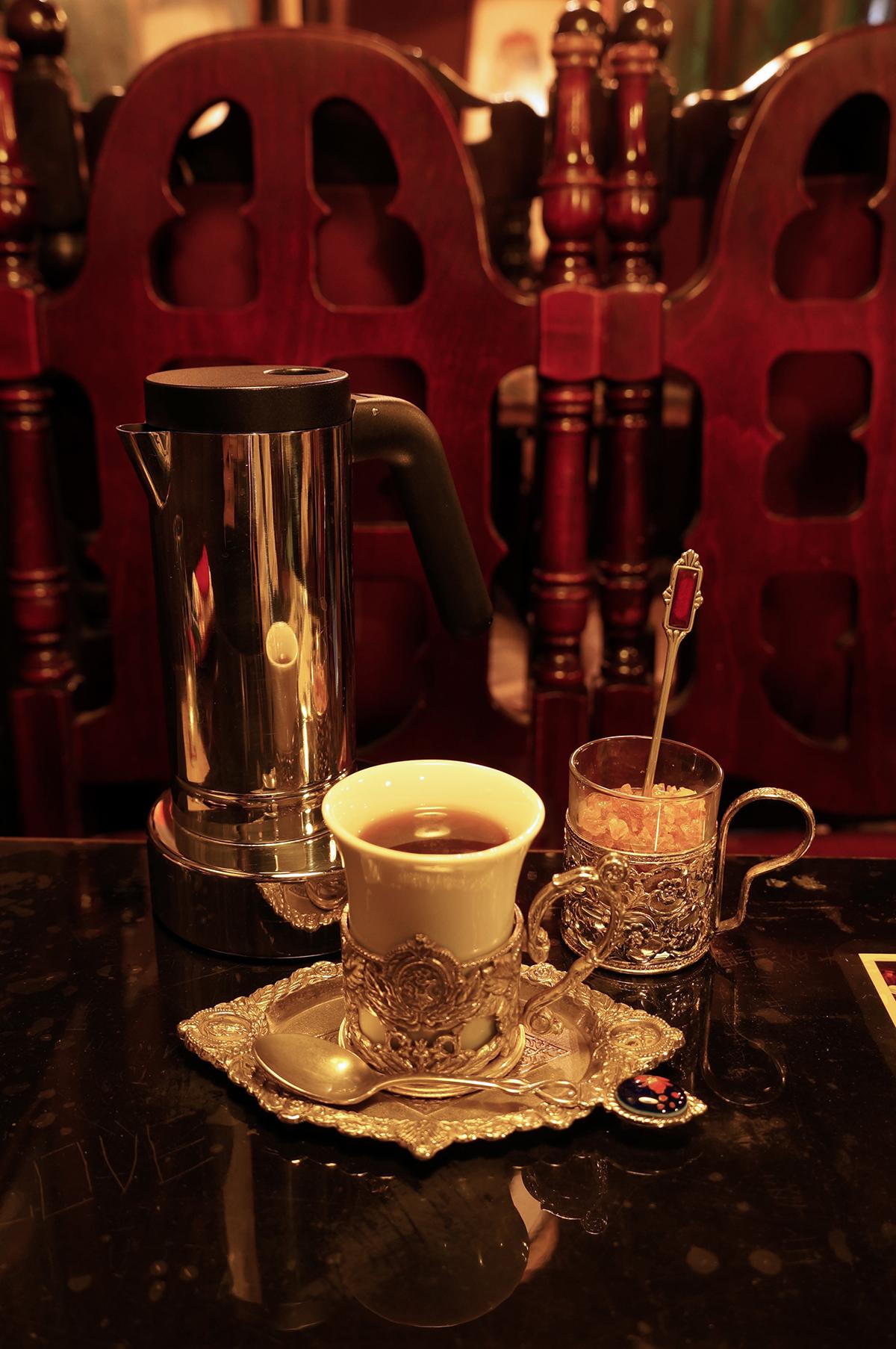 ストレートコーヒーの種類は毎月一回程度変更される。590円〜。