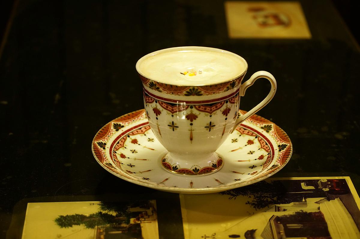 歴史あるメニューのひとつルシアンコーヒー550円。コーヒーにココアが入っていてちょっぴり甘くほろ苦い。