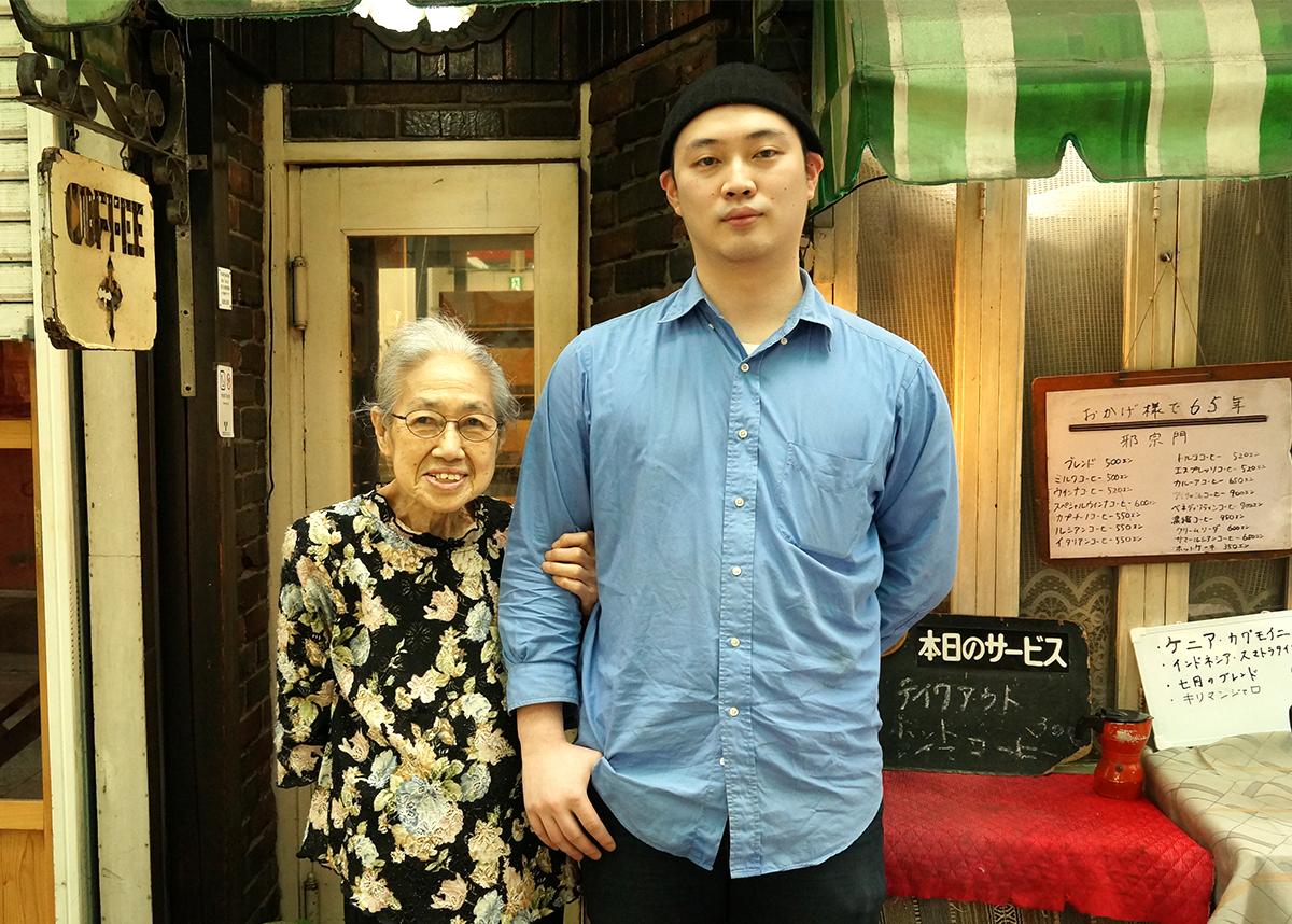 店主の和枝さんとスタッフの百海さん。