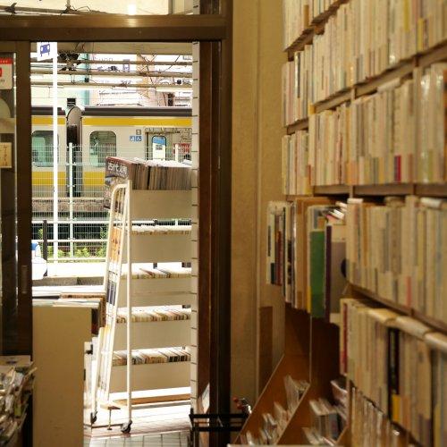 本好きなら一度は訪れたい、文学さんぽにぴったりな荻窪・西荻窪の書店&図書館5選。