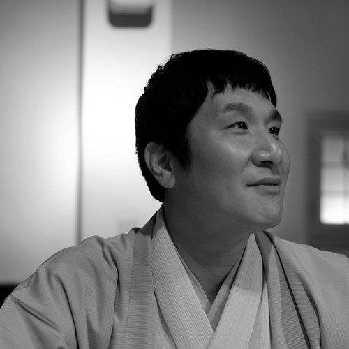 落語家・瀧川鯉八インタビュー 「無根拠な自信に、常に薪をくべている」