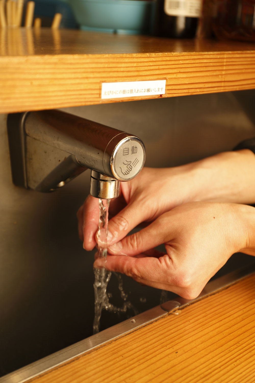 カウンターの上の蛇口で、すぐに手を洗えるのがうれしい。
