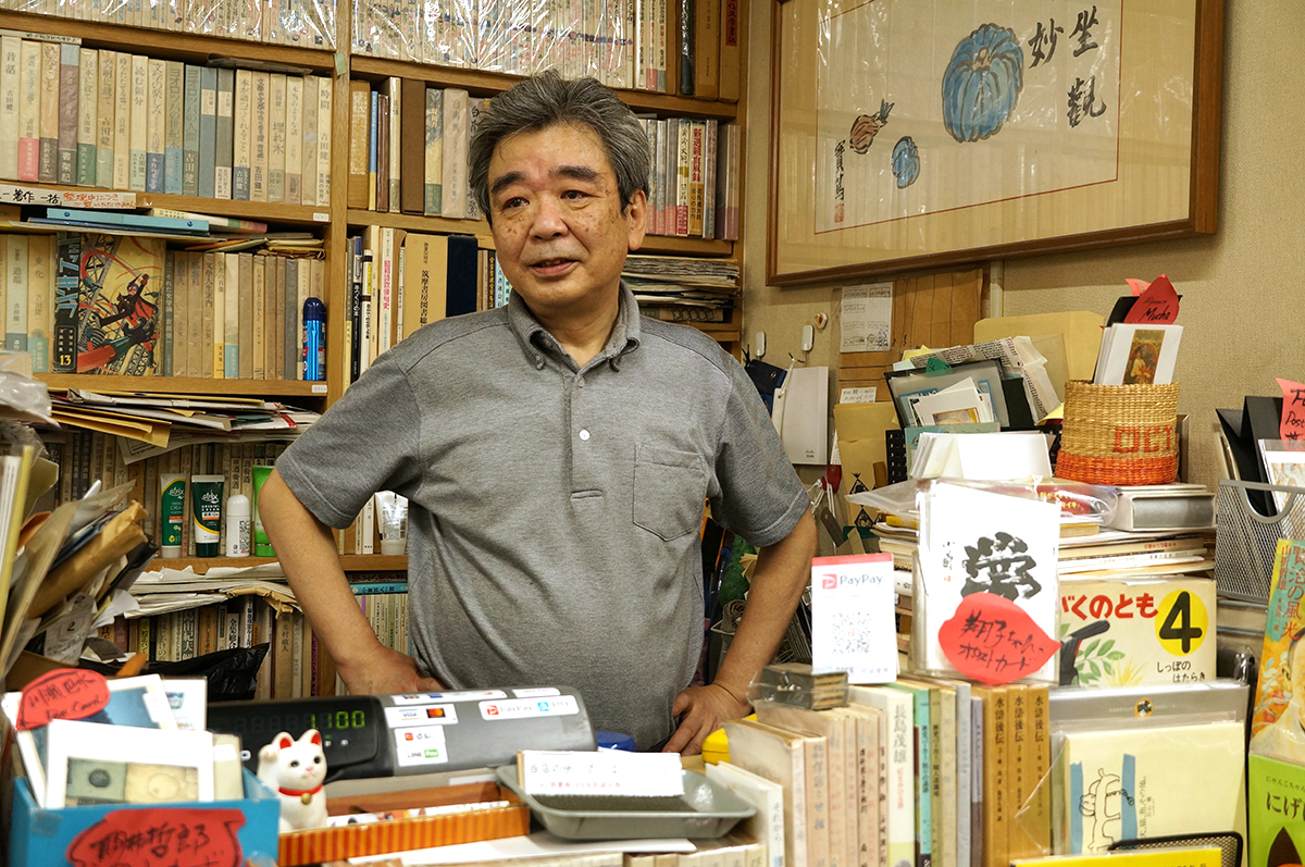 生まれも育ちも荻窪という2代目店主の岩森さん。