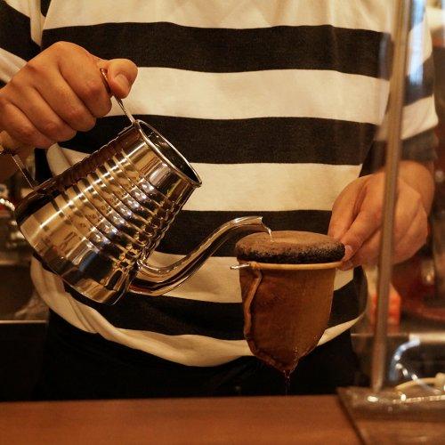 ネルドリップでそそぐ情熱。焙煎機のある荻窪の正統派喫茶店『A bientot』