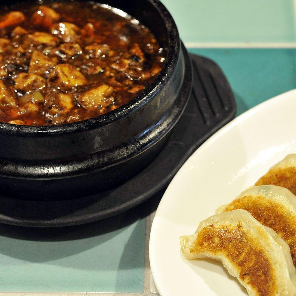 旨辛で満足度満点の麻婆豆腐としゃっきりとした食感の餃子を神田『炎麻堂 神田店』で食す