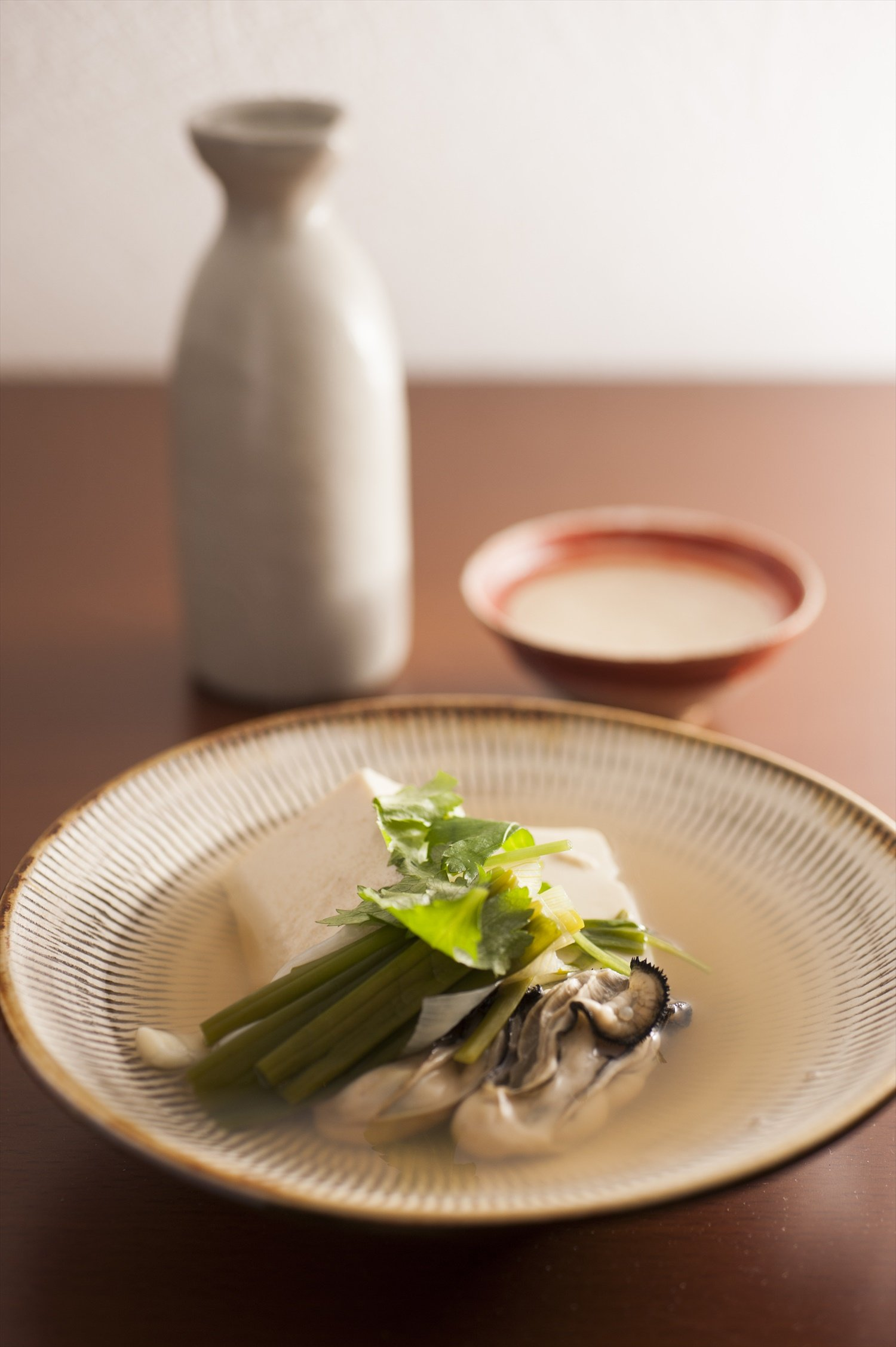 出汁のいい香りが酒を呼ぶ、かき豆腐とオニオンヌーボー980円。