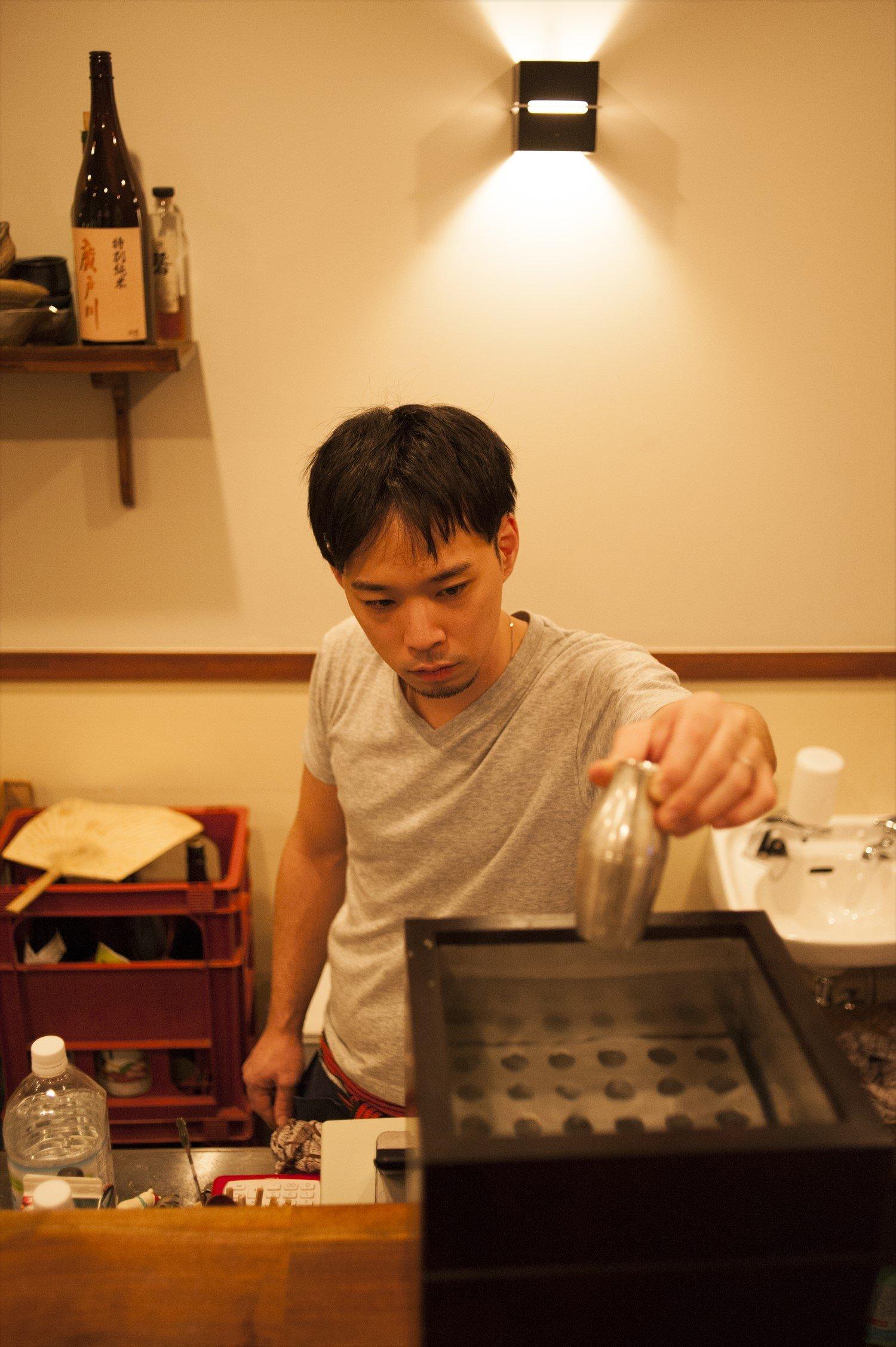 店主の多田修平さんの晩酌は燗酒という。