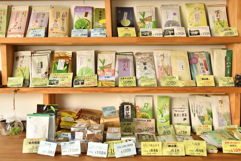 商品の茶葉はお店で合組(ブレンド)しない。作り手が見えるものが多い。