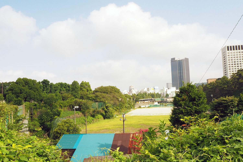赤坂離宮の東門付近、紀伊国坂から四谷方面を望む。