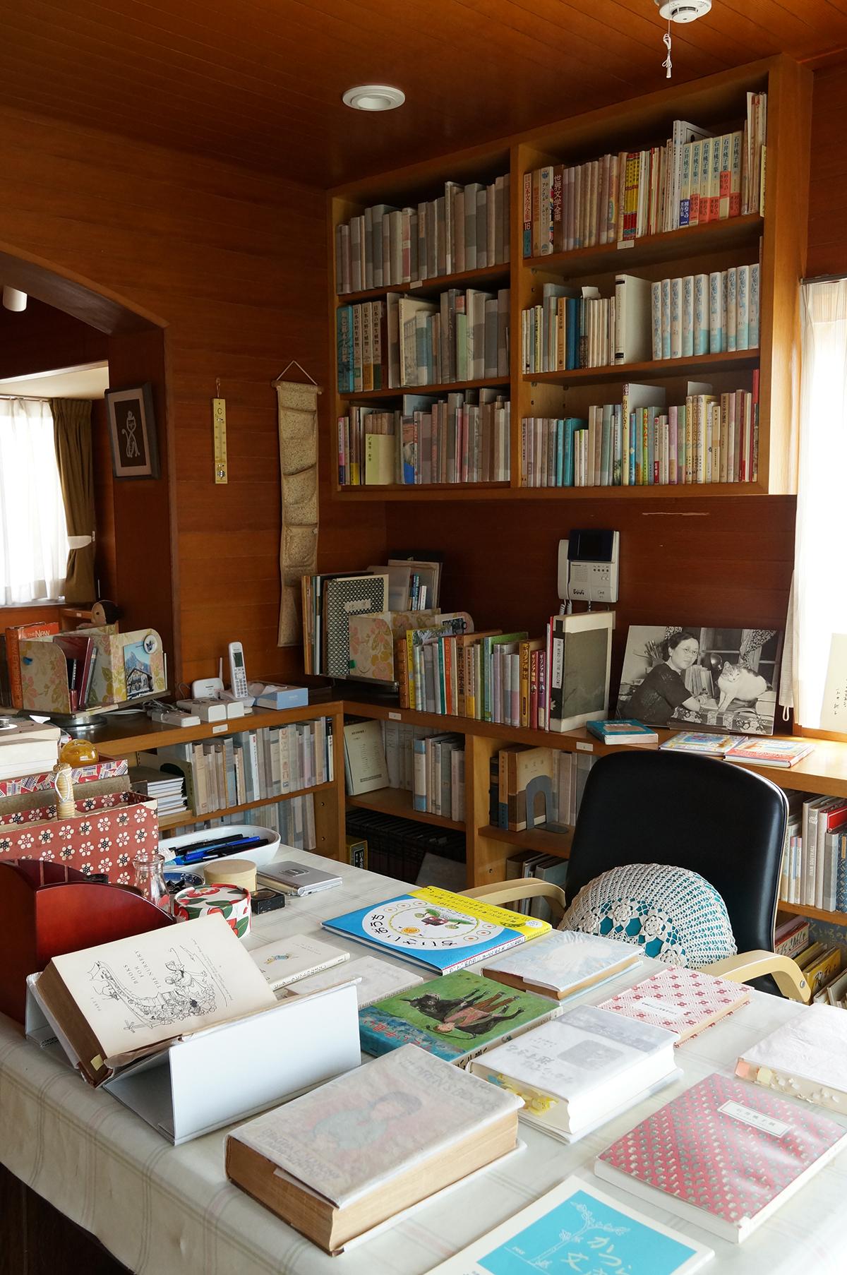石井桃子記念 かつら文庫(公益財団法人東京子ども図書館分室)