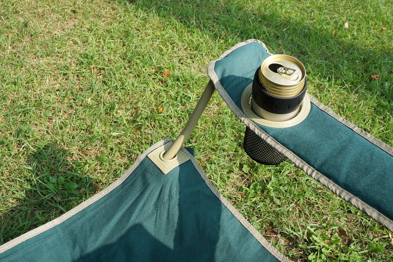 ドリンクホルダーに、愛用しているサーモスの保冷缶ホルダーがスポッ。