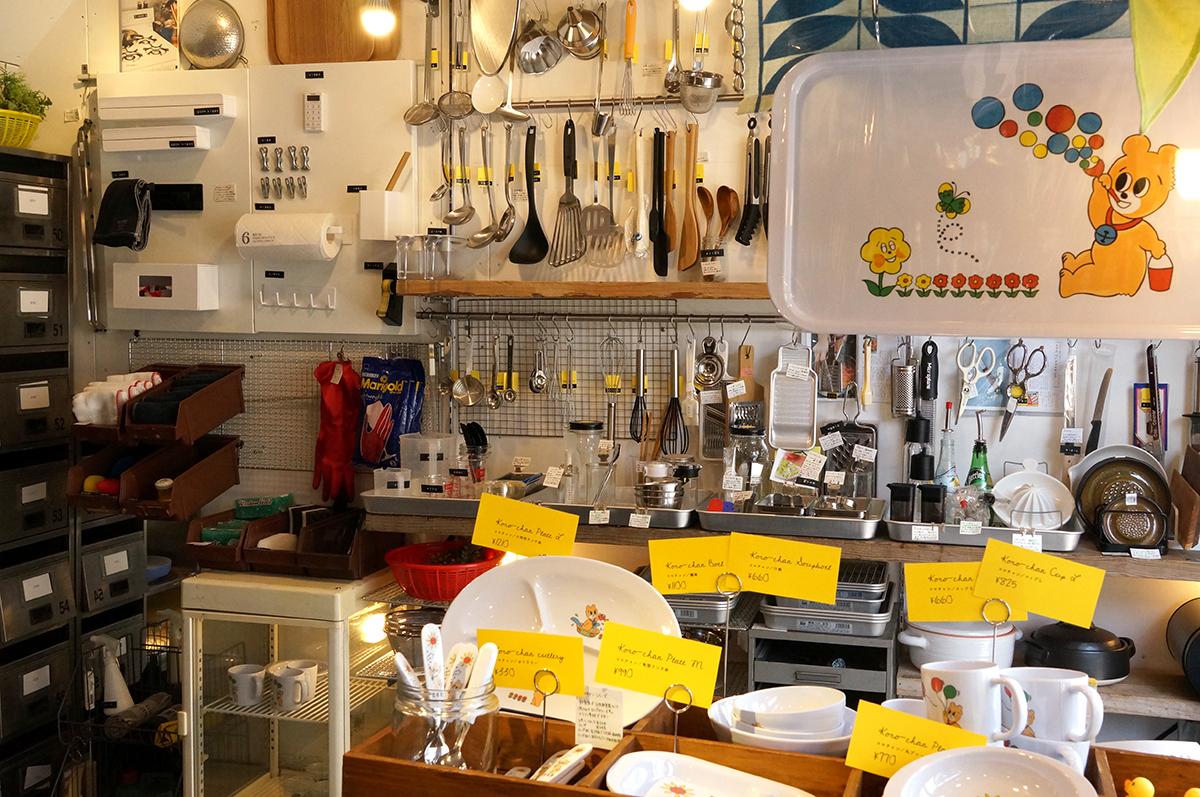 実用的な道具とちょっとキッチュな雑貨まで、幅広いラインナップ。