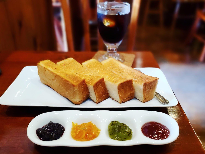 ジャムセッショントースト500円、アイスコーヒー430円。