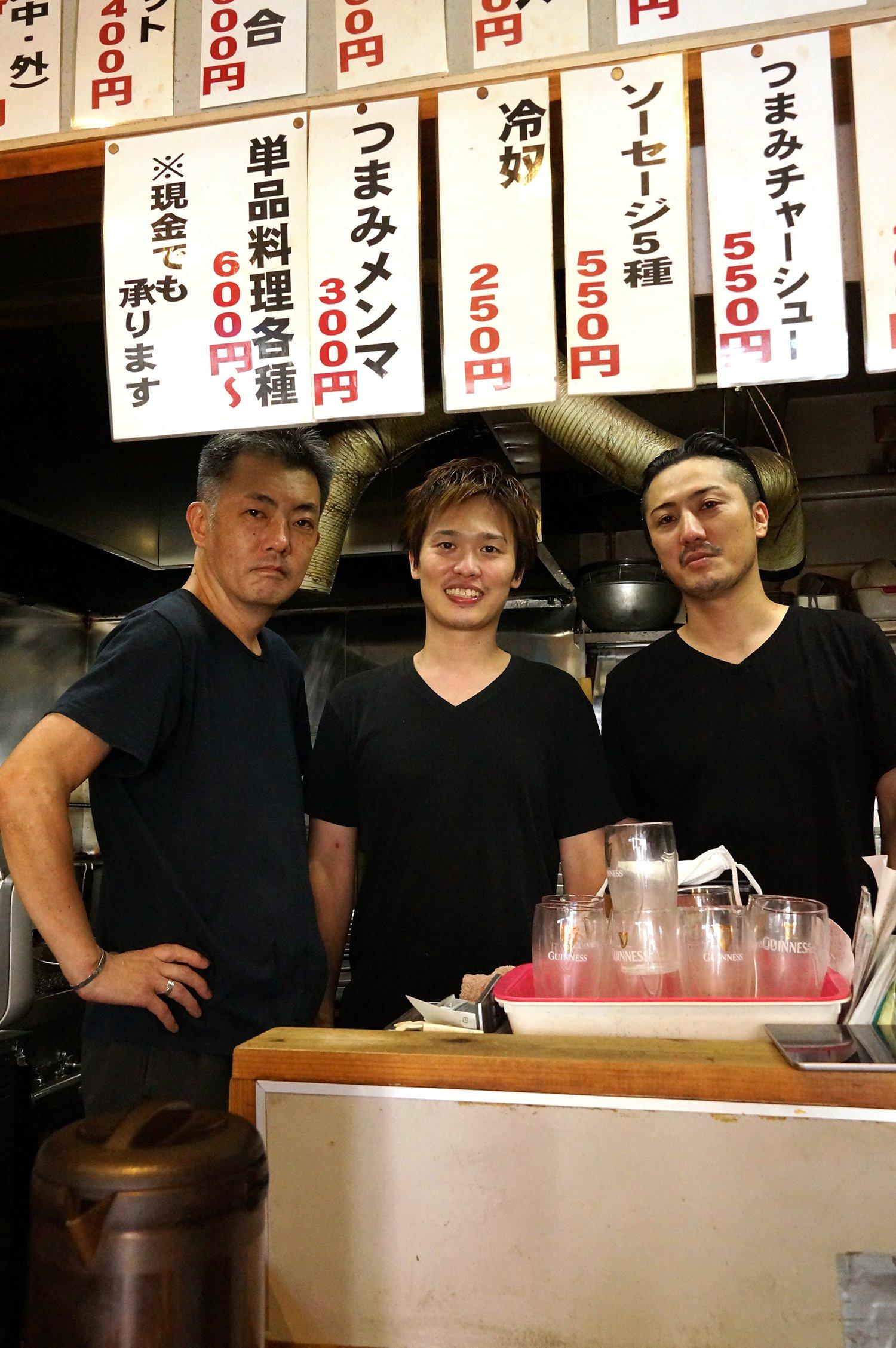 真ん中が店主の幸田さん、左がスタッフの河西さん、右が竹村さん。