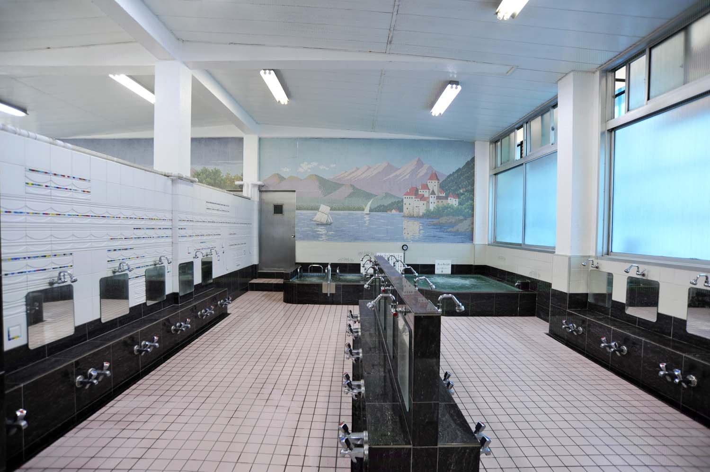 2019年、タイルの貼り替えを行ったこともあり、浴室は清潔感にあふれている。