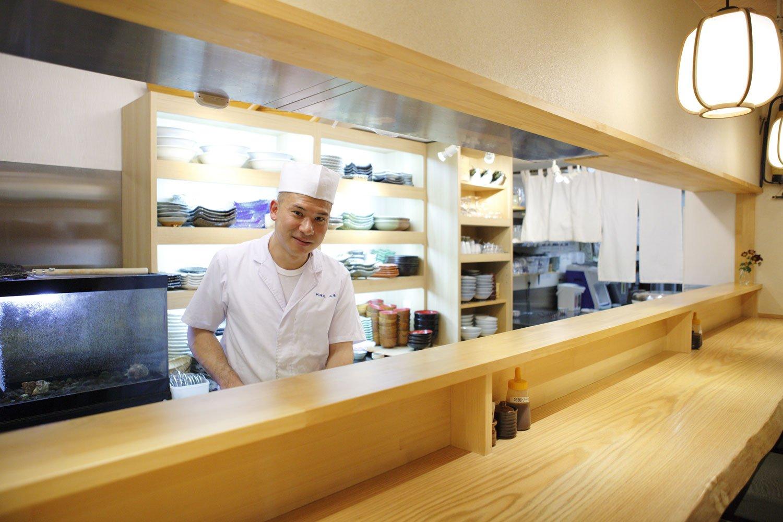 今井雅浩さん。老舗の味に新しさが加わった料理が好評だ。