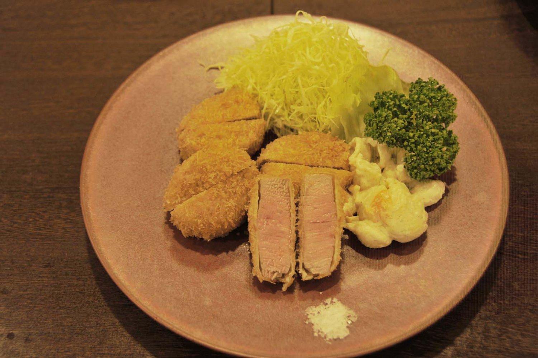 ヒレカツ定食1600円。
