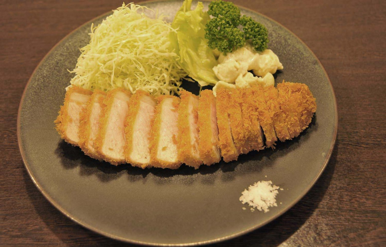 ロースカツ定食1450円。