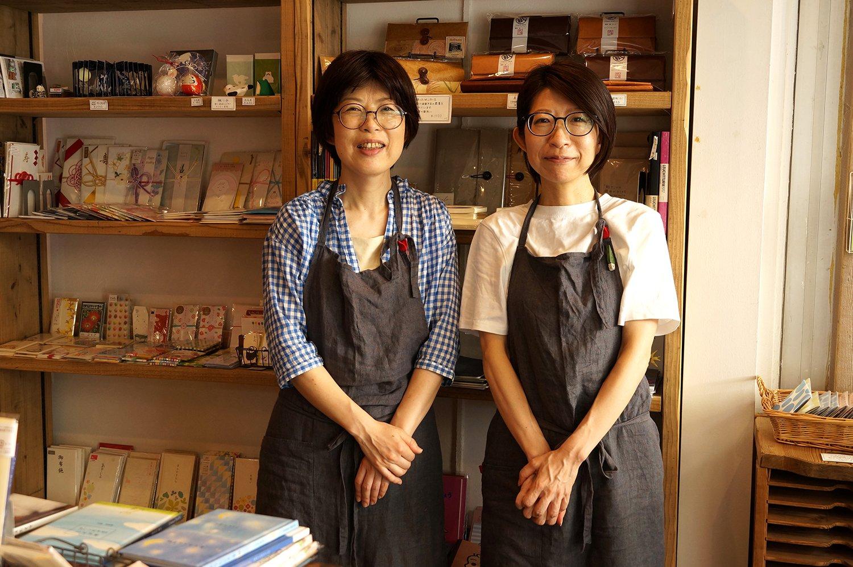 左が姉の久美さん、右が妹の律子さん。
