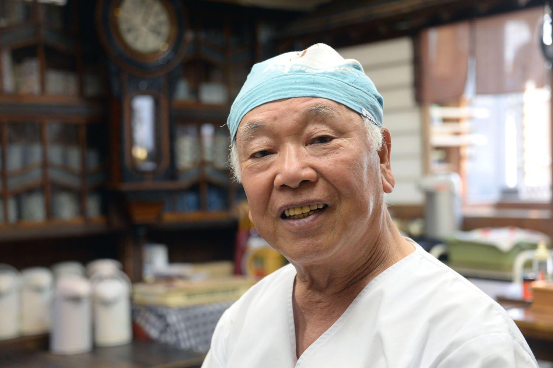 3代目の沼田淳二郎さんは坂本九と同級生。昔話を語ってくれた。