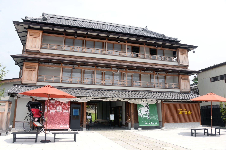 笠間稲荷神社で挙式した坂本九が結婚披露宴を開いたエピソードも。