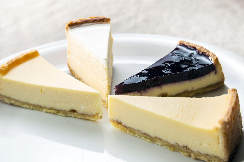 チーズケーキ(ナチュラル、メロー、ブルーベリー、サワーソフト)、4種セット1600円。賞味期限は販売日より5日。