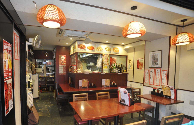 中華食堂をイメージした1階。2階は宴会や接待にも最適な造り。