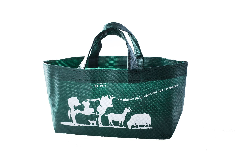 ギフト用は箱のほかにこんなミニバッグも。