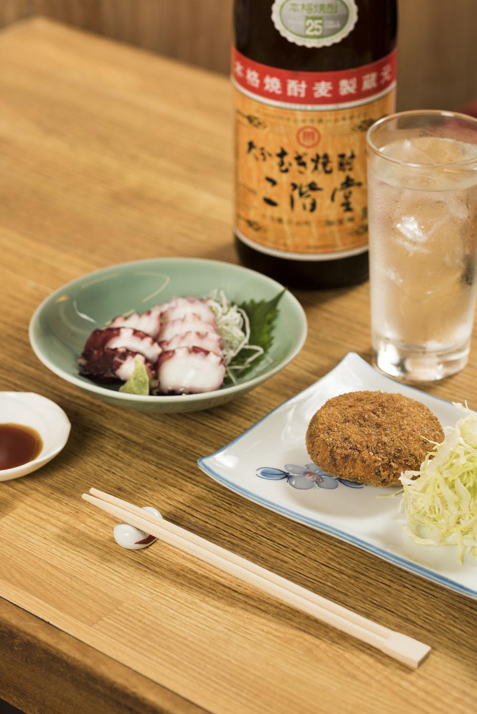自家製酢だこ830円と自家製コロッケ320円を酒のつまみに。