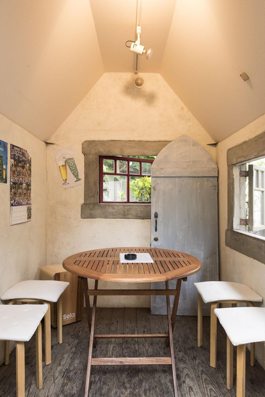 小屋はエアコン完備。