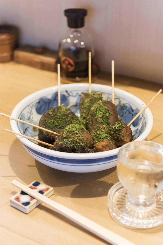 静岡おでんの出汁は、毎日注ぎ足す。