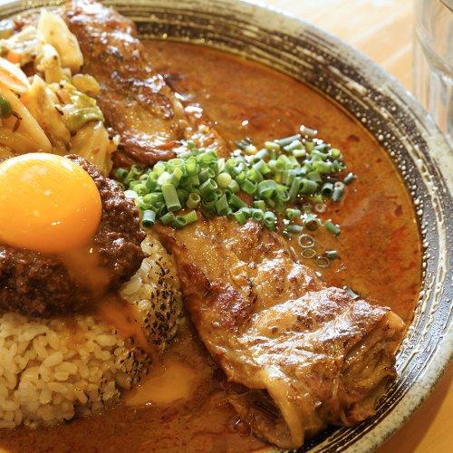 「家で食ってたカレーの延長線」は遥かな高みへ。荻窪の大人気店『吉田カレー』