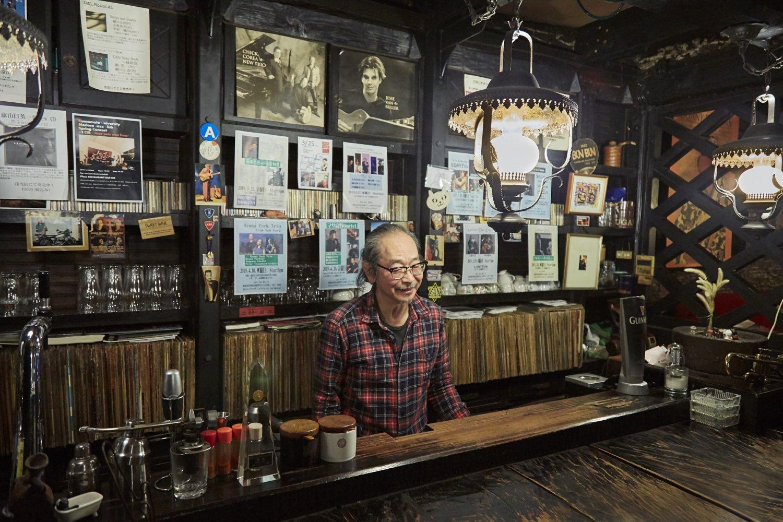 1979年のマイルス福岡公演をきっかけにジャズにハマったという小倉さん。